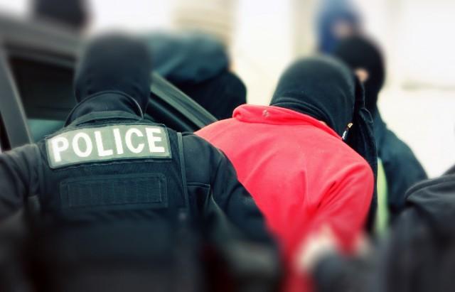 arrestation-noirs-et-rouge2-640x411