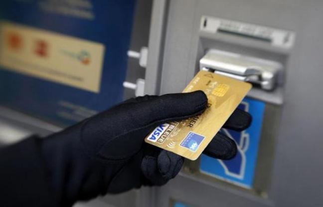 648x415_personne-retire-argent-a-distributeur-automatique-billets-a-nice